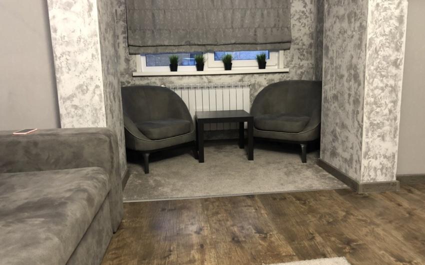 Картинка стильного интерьера с креслом