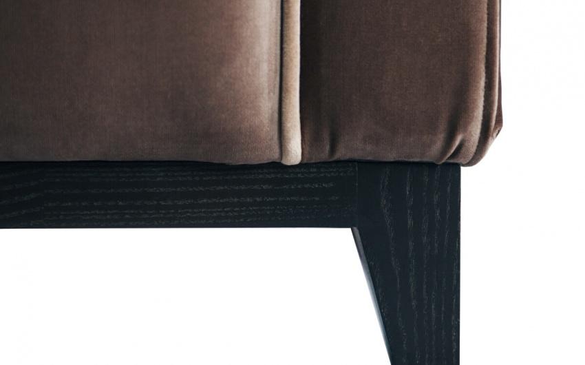 Картинка коричневое кресло с удобной спинкой