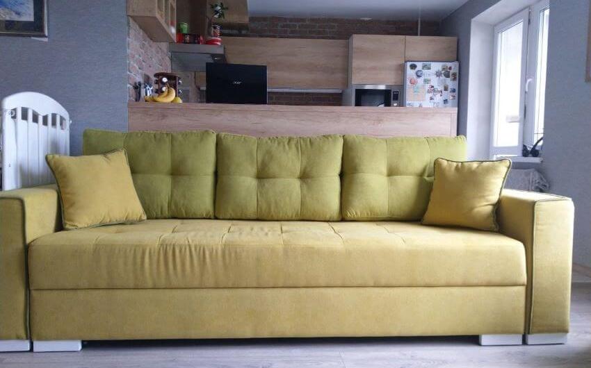 Фото желтый прямой диван