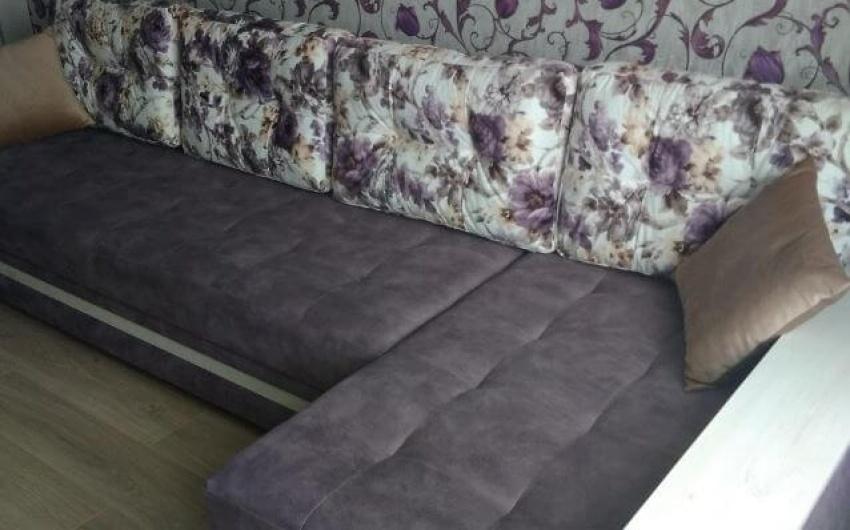 Фото диван с цветочками