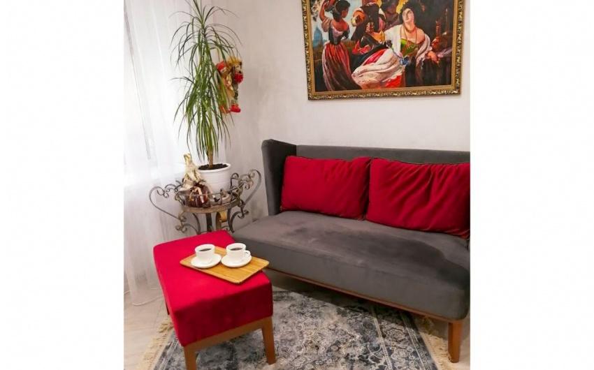 Картинка красивой скамьи в гостиной